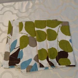 Crate & Barrel napkins set of 5 Vinca color Aqua